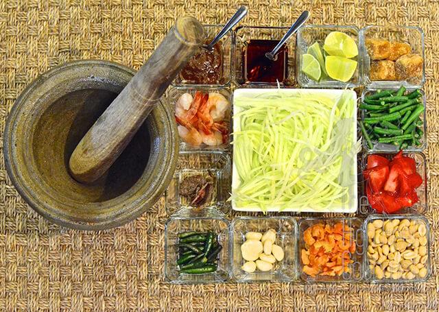 Nguyên liệu chế biến món gỏi đu đủ Som Tam vô cùng phong phú, có sự khác biệt giữa các vùng của Thái Lan
