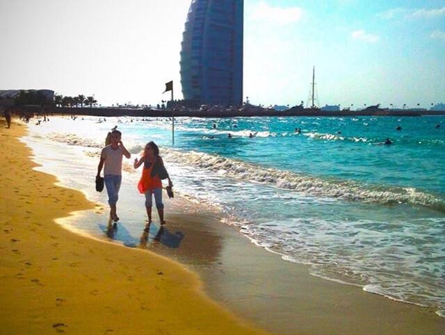 Black Palace Beach lã nơi lí tưởng cho bạn bắt trọn cảnh sắc hoàng hôn tại Dubai