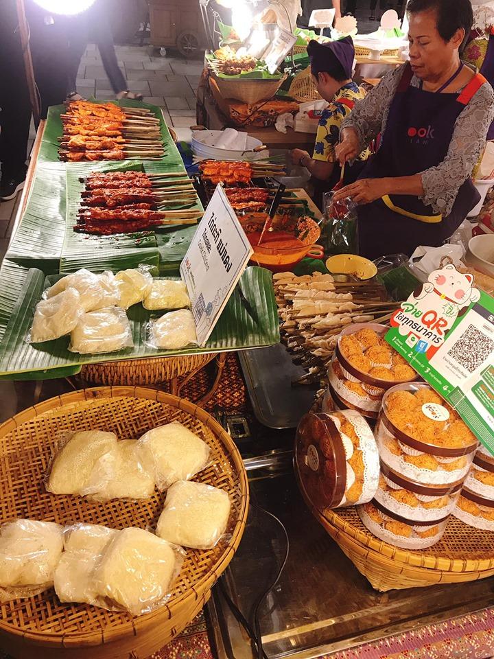 Quán ăn ở chợ Ratchada