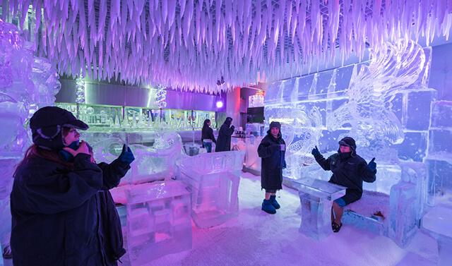 Chillout Café Ice mang đến cho du khách trong tour Dubai những trải nghiệm lạnh giá âm 6 độ C ngay giữa lòng mạc hơn 40 độ C