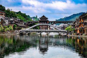 """Những cây cầu """"kiều"""" lớn chỉ có ở Phượng Hoàng cổ trấn"""
