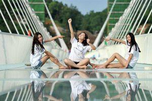 Những sự thật bất ngờ về cây cầu kính ở Trương Gia Giới