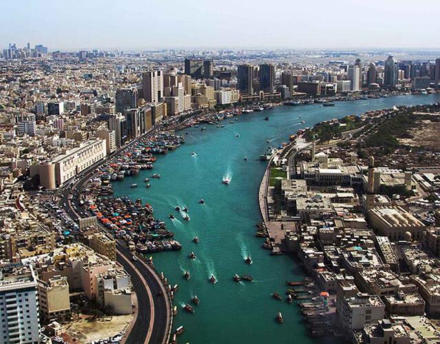 Chợ Spice Souk nằm cạnh lạch Dubai và được hình thành từ thế kỷ 19