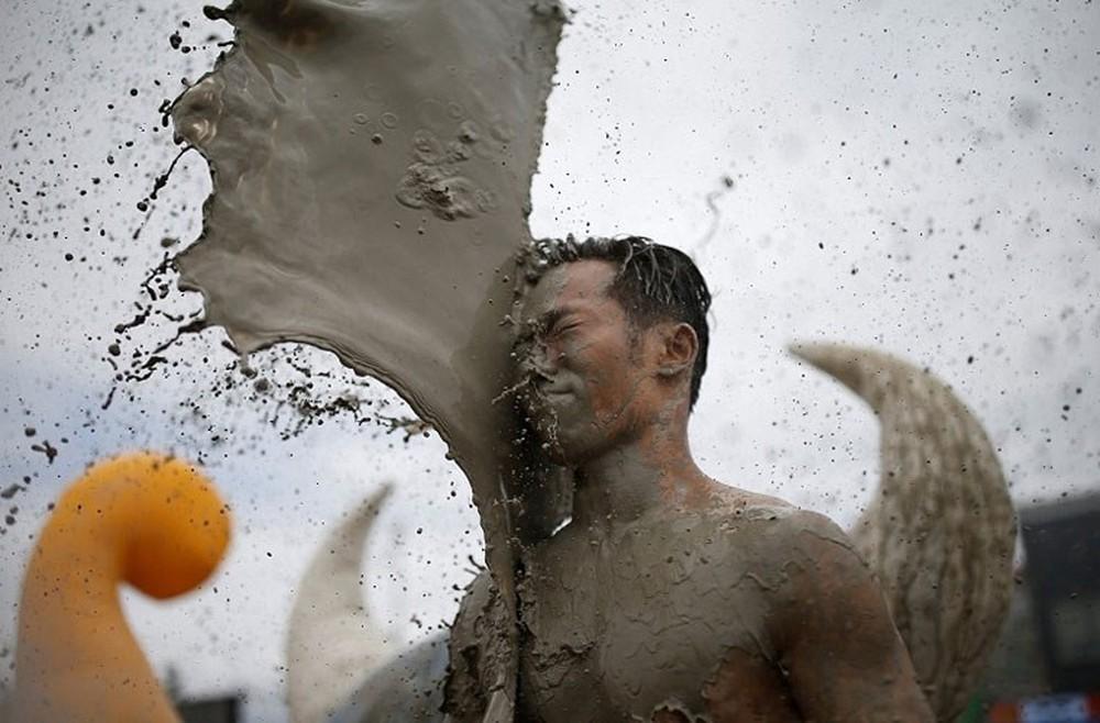 Tham gia lễ hội bùn Boryeong