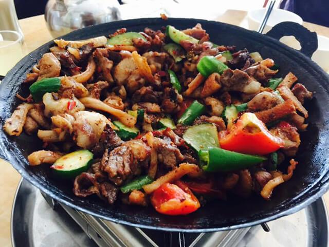 Ngày nay món San Xia Guo được người dân địa phương chế biến từ lòng lợn, cừu hoặc đầu lợn