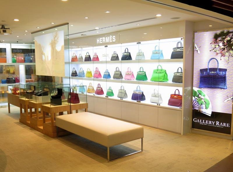 Du lịch Dubai mua gì - Quần áo, túi xách, giầy dép