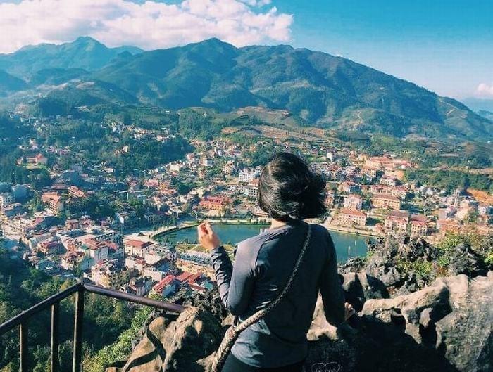 Toàn cảnh thị trấn Sapa nhìn từ núi Hàm Rồng