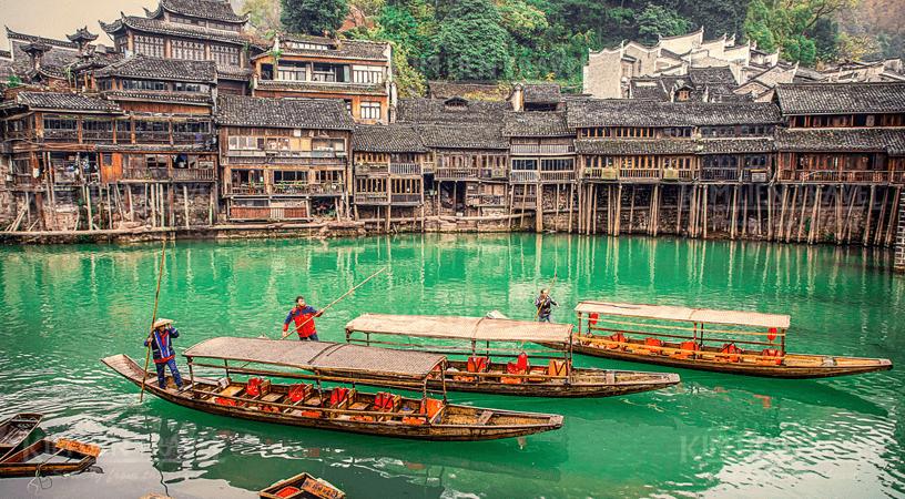 chèo thuyền trên dòng sông Đà Giang