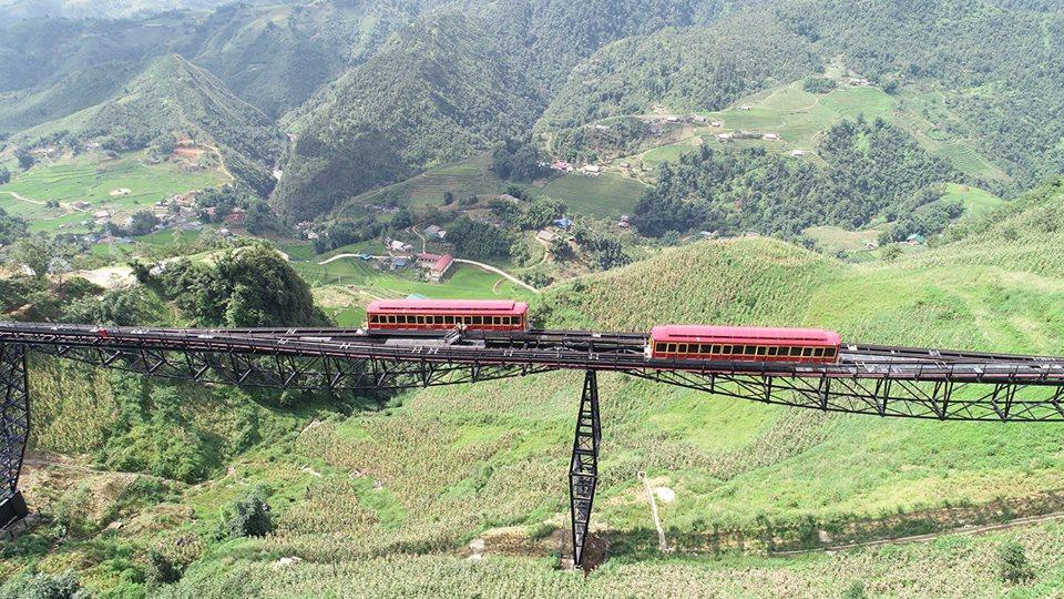 tàu hỏa leo núi Mường Hoa tại Sa Pa