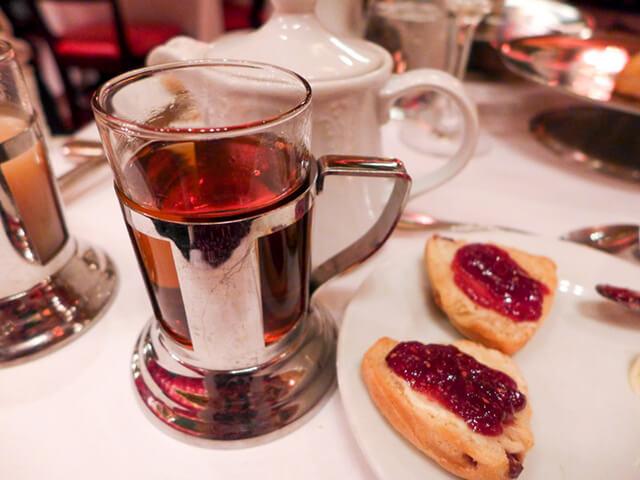 Trong tour du lịch Nga bạn sẽ thấy người dân nơi đây có thói quen uống cà phê rất loãng