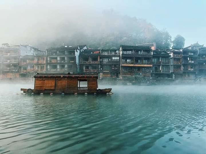 Du thuyền khám phá sông Đà Giang