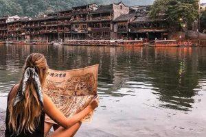 Nên đi du lịch Phượng Hoàng cổ trấn trọn gói hay tự túc?