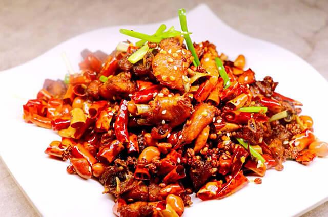 Món gà cay của Quý Châu có màu sắc vô cùng bắt mắt, tuy cay nhưng không quá nồng