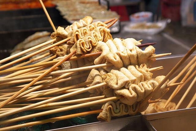 Món chả cá Odeng vừa hấp dẫn, thơm ngon lại dễ tìm và có mức giá rất phải chăng