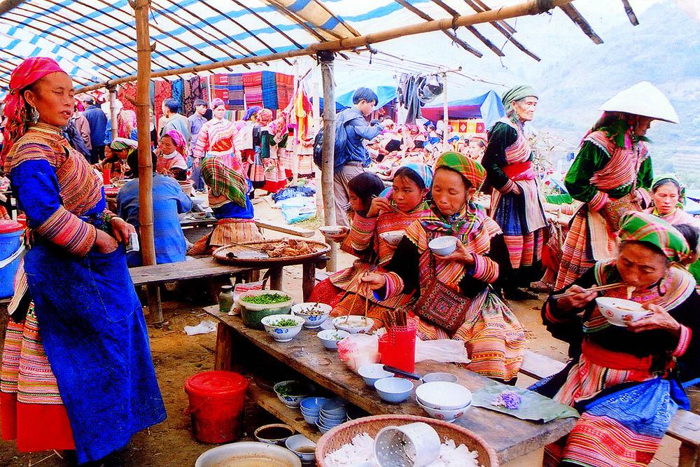 Khu vực ẩm thực của chợ Cán Cấu