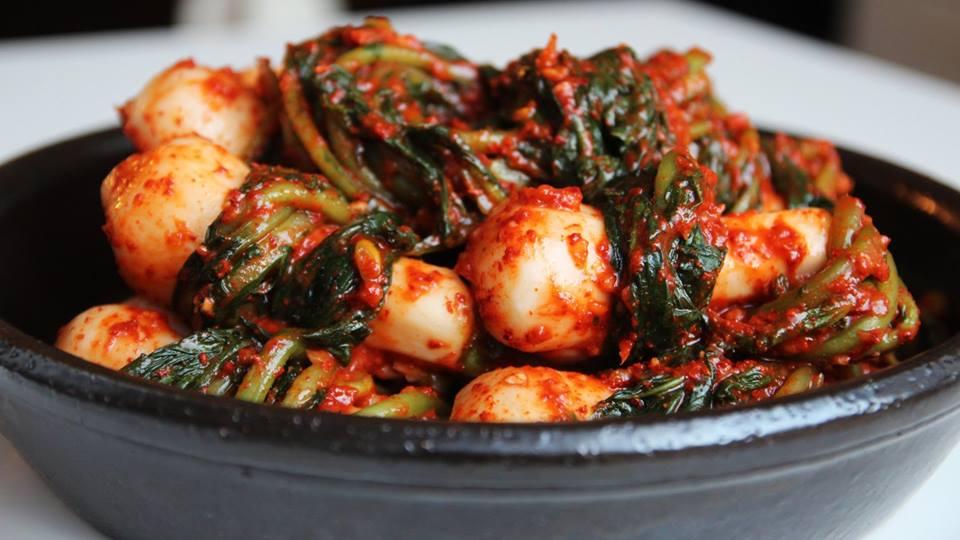 Honggakmu-kimchi (kimchi làm bằng toàn bộ củ cải)