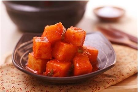 Kkakdugi (Kimchi củ cải)
