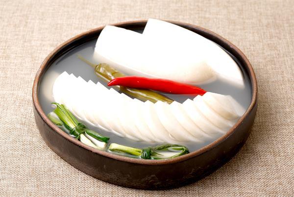 Dongchimi (kimchi nước củ cải)