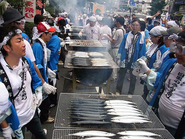 Lễ hội nướng cá Sanma tại Meguro có nguồn gốc từ một tích chuyện xưa cũ