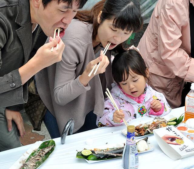 Trong lễ hội cá thu đao (sanma) có khoảng 6000-7000 con cá sẽ được nướng và phục vụ miễn phí cho khách tham quan