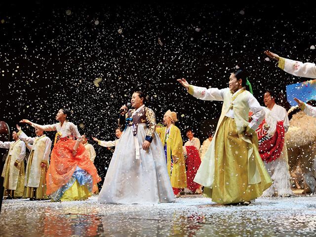 Lễ hội Jeongseon Arirang nổi tiếng với các vở hài kịch tổ chức ngoài trời