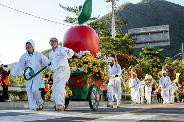 Du lịch Hàn Quốc vào mùa thu là dịp để du khách được trải nghiệm nhiều lễ hội đầy màu sắc văn hóa của xứ sở kim chi