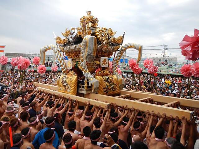 """Lễ hội """"đánh nhau"""" Kenka Matsuri là một trong những lễ hội đặc sắc của mùa thu Nhật Bản"""