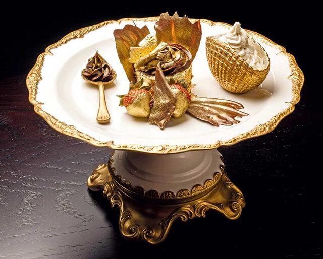 Bánh cupcake Phượng Hoàng phủ vàng tại Dubai được mệnh danh là món bánh ngọt xa xỉ nhất thế giới, giá $1,010