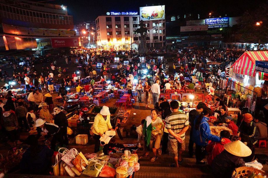 Các hoạt động mua bán tại phiên chợ tình Sapa ngày nay