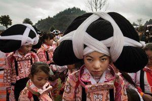 Đi tour du lịch Quý Châu Trung Quốc là dịp để bạn khám phá những tập tục thú vị, độc đáo của dân tộc Miêu sừng dài sính sống tại đây