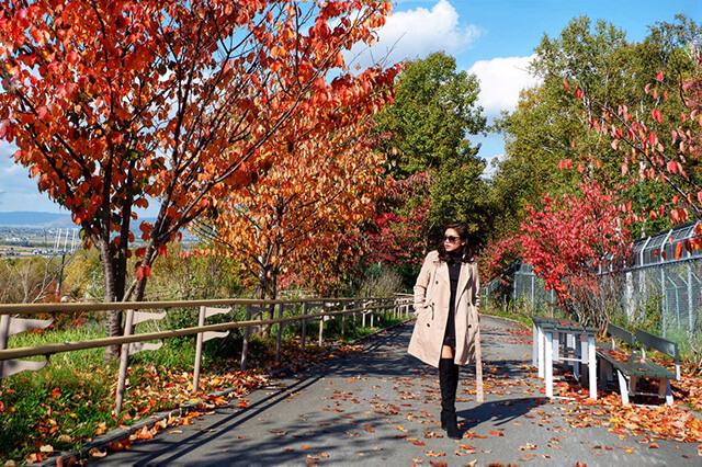 Du khách nên lựa chọn những đôi boot để giữ ấm và trông sành điệu hơn khi du lịch Nhật Bản tháng 9-tháng 11