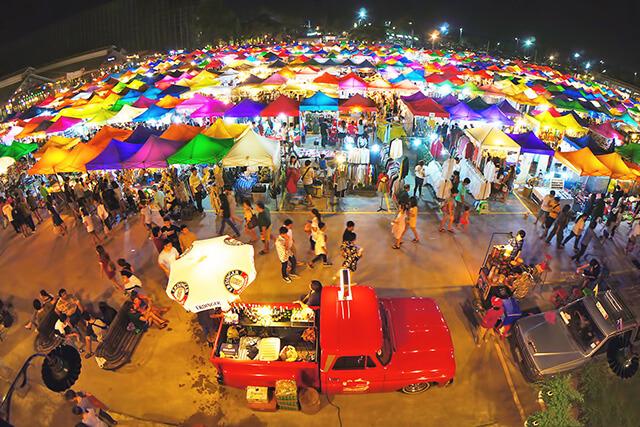 Tour du lịch Thái Lan hấp dẫn du khách bởi những khu ăn chơi, chợ đêm sầm uất, náo nhiệt