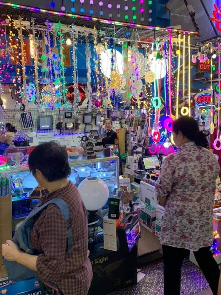 Kinh nghiệm khi mua sắm tại chợ bán phụ tùng xe máy Khlong Thom