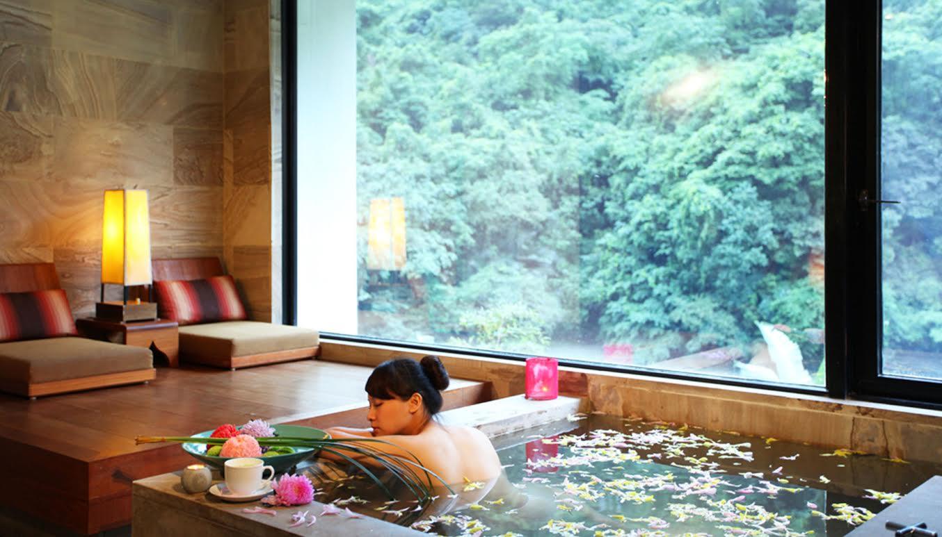 Tắm nước nóng ở Beitou