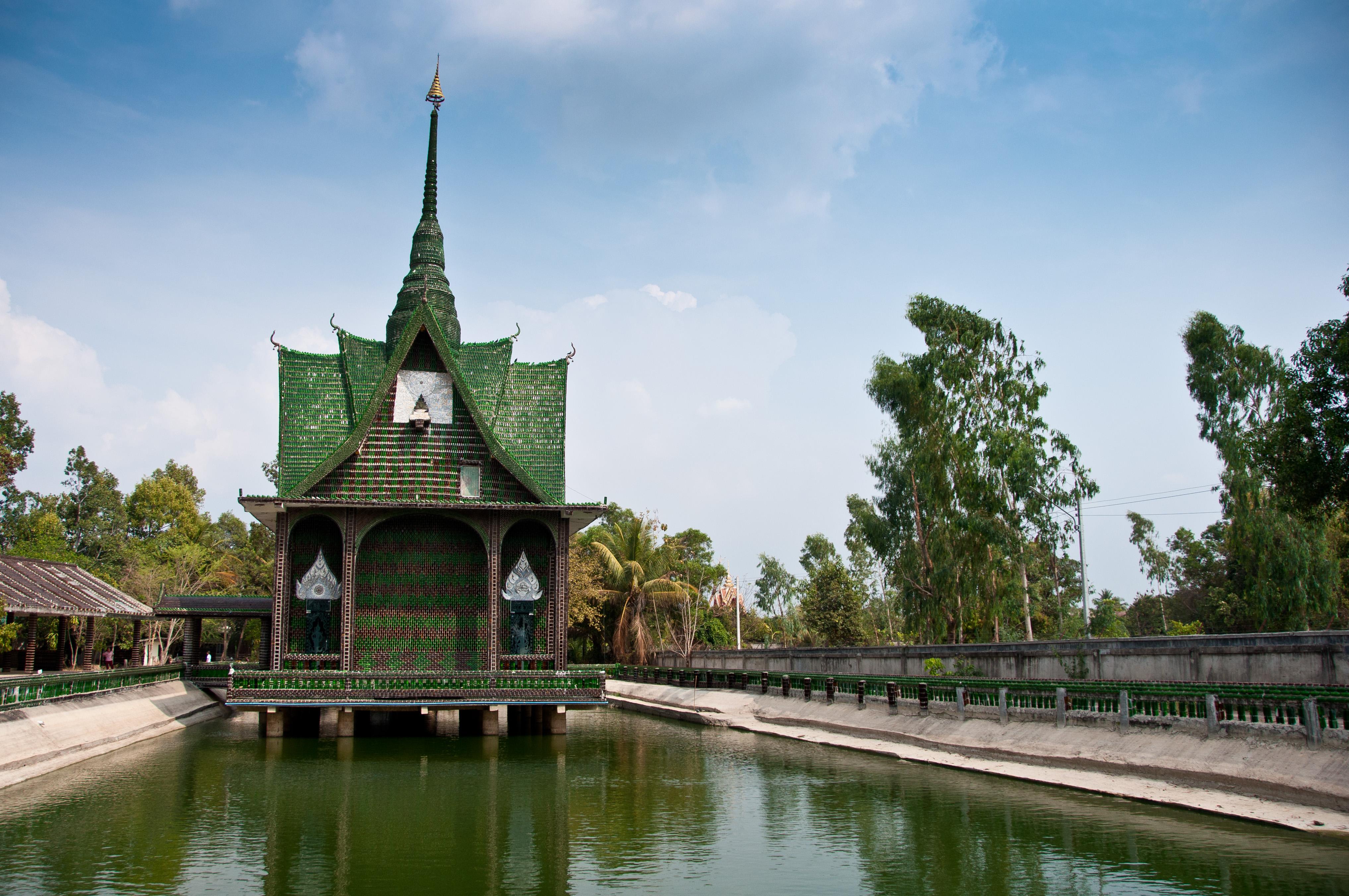 Chùa Wat Pa Maha Chedi Kaew
