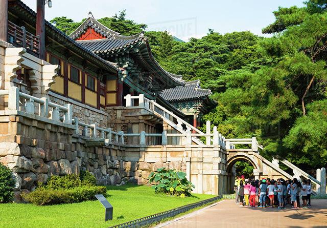Chùa Bulguksa-không chỉ thu hút du khách Hàn Quốc bởi sự linh thiêng mà còn bởi phong cảnh thiên nhiên bắt mắt xung quanh