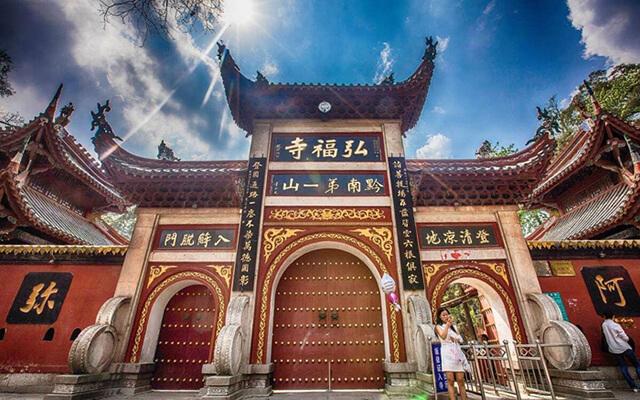 Chùa Hongfu là công trình Phật Giáo lớn nhất của tỉnh Quý Châu