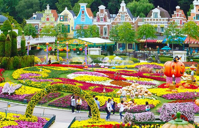 Một góc rực rỡ sắc màu của khu vui chơi giải trí liên hợp Everland Hàn Quốc