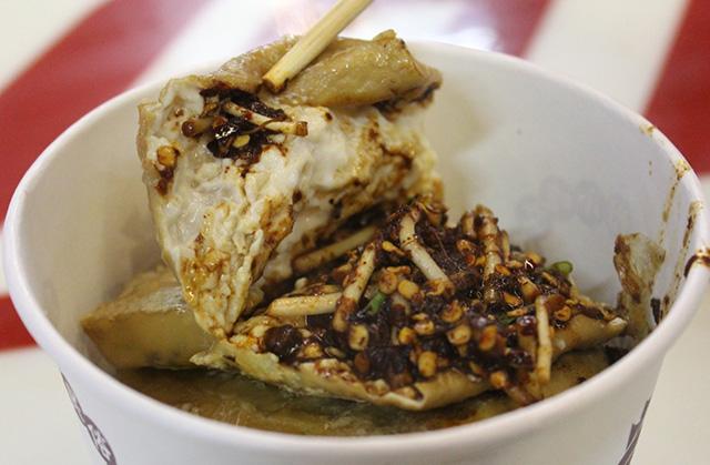Món đậu phụ tình yêu có hương vị cay nồng, tê đầu lưỡi thách thức du khách trong chuyến du lịch Quý Châu, Trung Quốc
