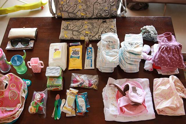 Lập danh sách các vật dụng cần đem để không bỏ sót các đồ đạc cần thiết khi du lịch Thái Lan có con nhỏ