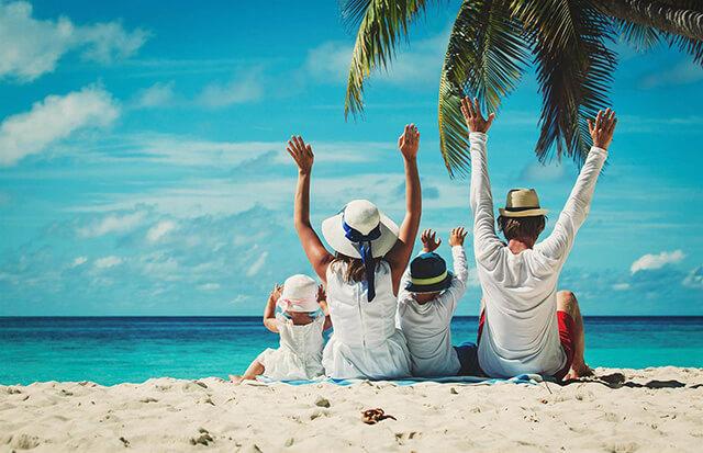 Bố mẹ cần lên lịch trình tham quan phù hợp với điều kiện thời tiết và sức khỏe của trẻ, cân bằng giữa chơi và nghỉ ngơi