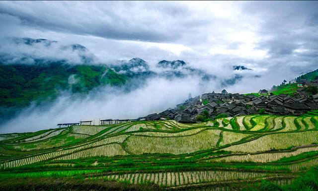 Điều kiện kinh tế chưa phát triển nên quang cảnh thiên nhiên tại Quý Châu còn khá nguyên sơ