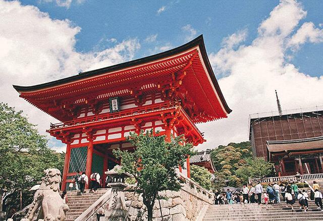 Các điểm tham quan ở Nhật thường có hai cửa ra, vào khác nhau