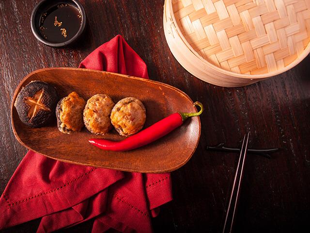 Món nấm nhồi thịt bò Pyogo beoseot-jeon vừa thơm ngon lại bổ dưỡng