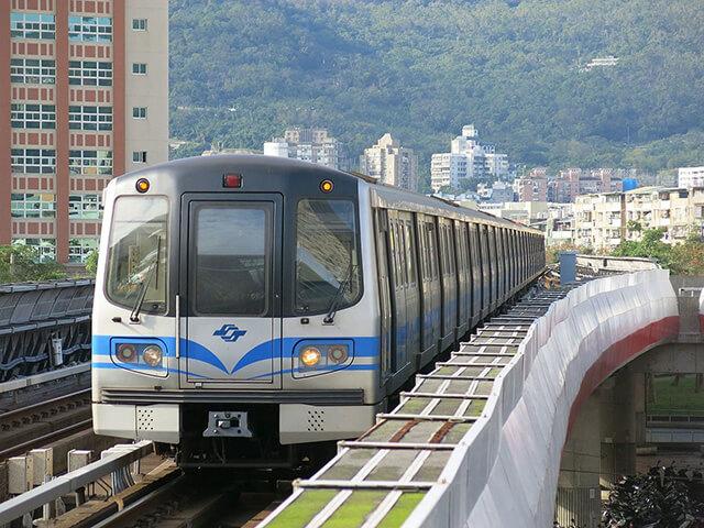Trong chuyến du lịch Đài Loan bạn có thể di chuyển đến mọi điểm tham quan bằng tàu điện ngầm và nhiều phương tiện giao thông công cộng