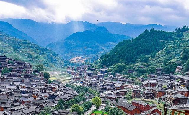 Đi tour du lịch Quý Châu Trung Quốc không thể không ghé Tây Giang Miêu Trại