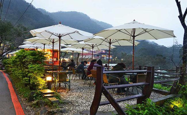 Uống trà view núi ở Maokong