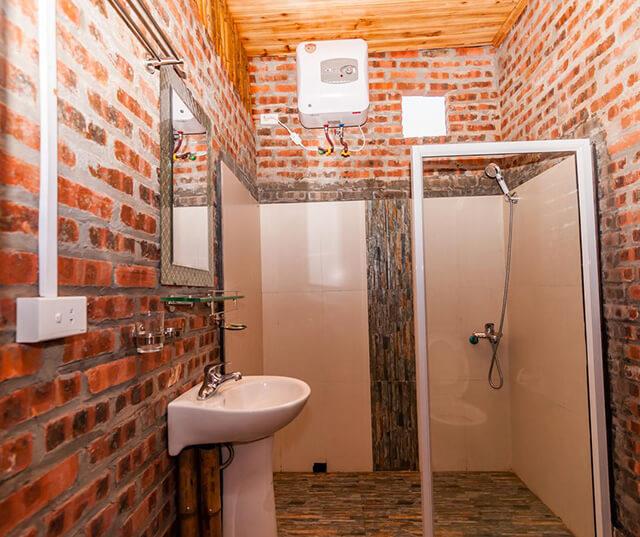 Không gian phòng tắm đơn giản nhưng có đủ tiện nghi