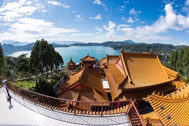 Tham quan Văn Võ Miếu trong tour du lịch Đài Loan giá rẻ 2019 du khách còn là dịp để chiêm ngưỡng vẻ đẹp nên thơ hữu tình của Hồ Nhật Nguyệt