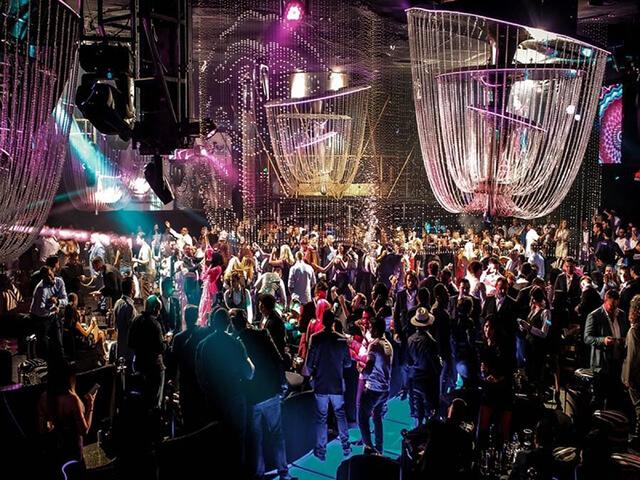 Ở Dubai du khách không được bật nhạc lớn và nhảy múa tại công viên, bãi biển, nơi công cộng